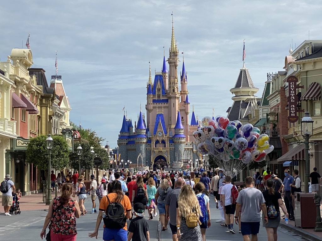 DVC Members Get 2 Free Theme Park Days With A Room Reservation And Ticket Purchase