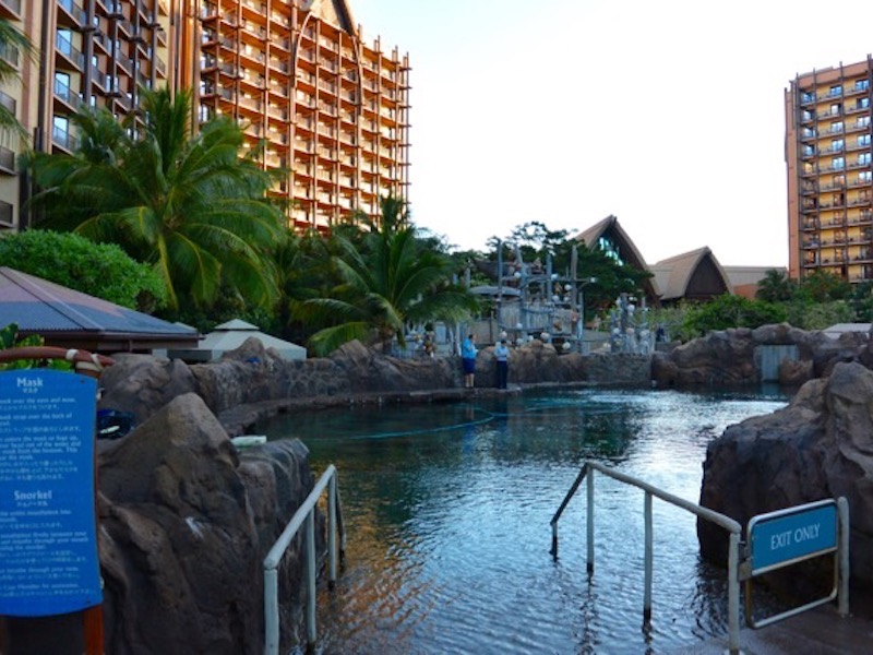 Rainbow Reef 3, pool