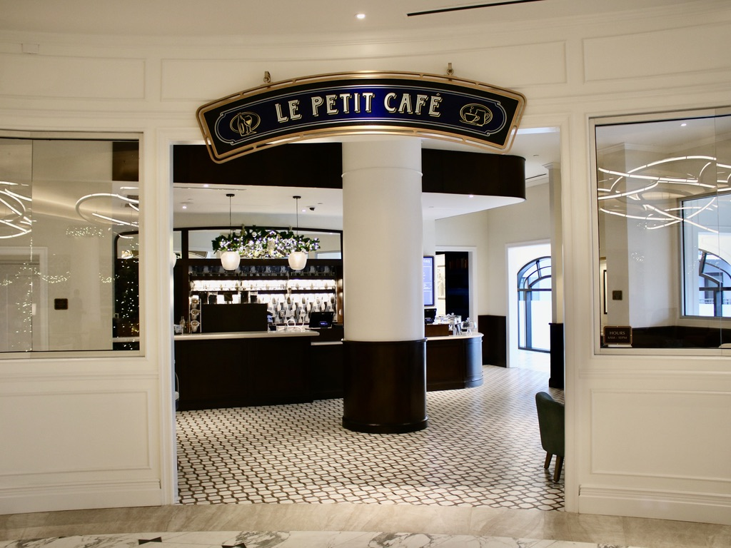 Le Petit Cafe: lobby coffe shop