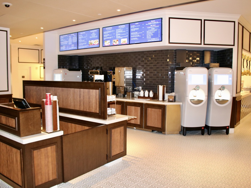Primo Piatto cashier and beverage stations