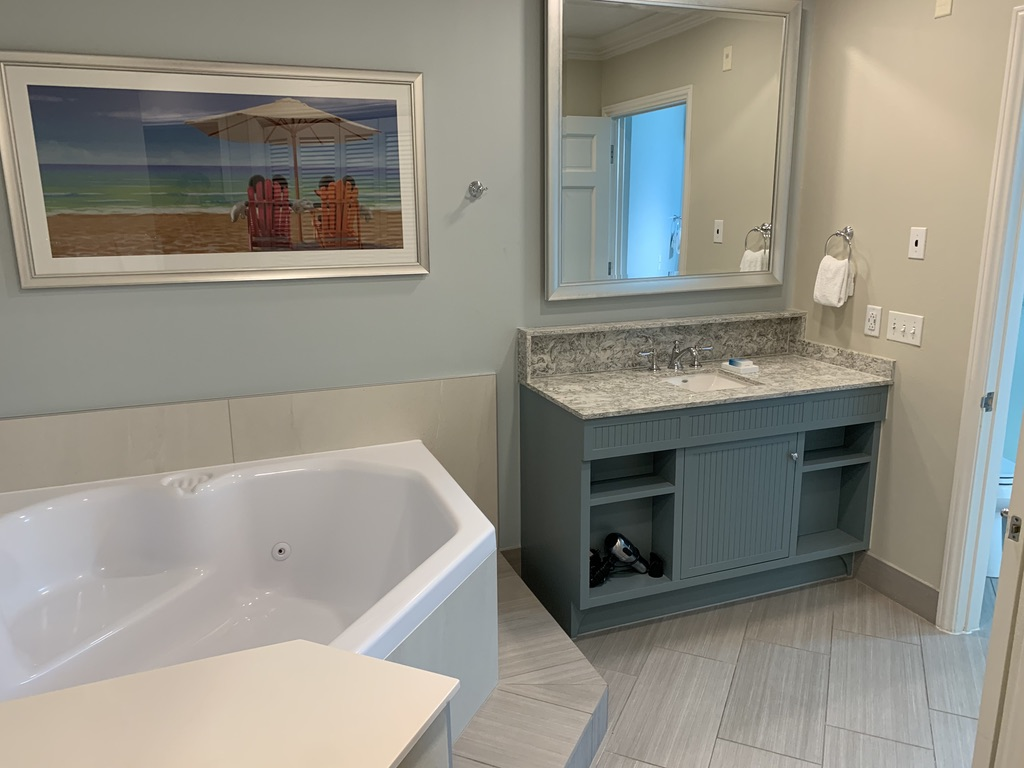 Master bathroom jacuzzi tub