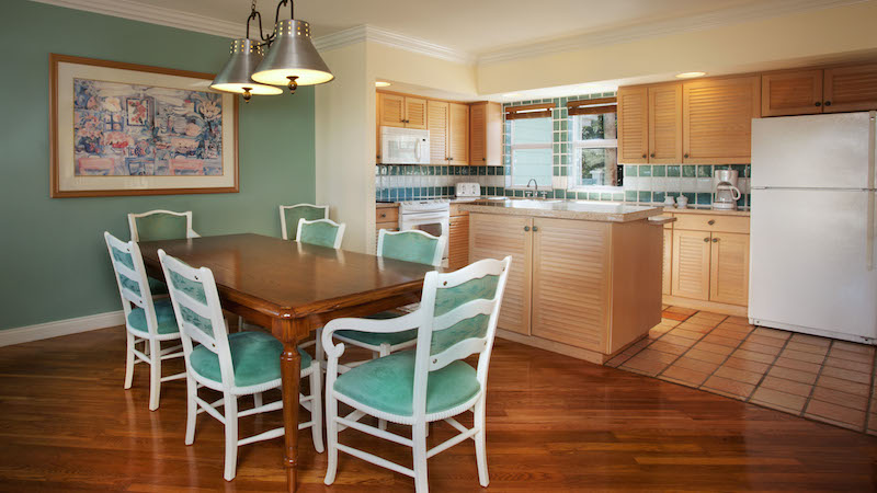Grand Villa kitchen and dining table