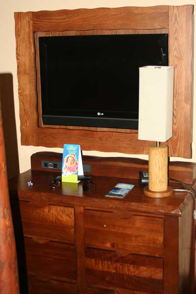Third bedroom TV / Armoire