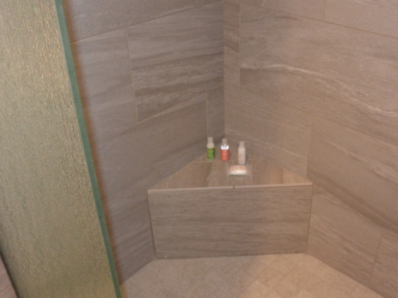 Corner seat in shower